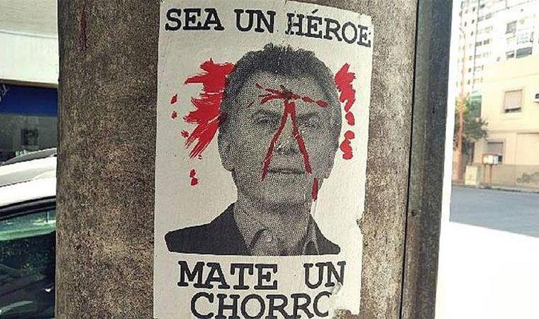 Aparecieron carteles que incitan a matar a Mauricio Macri — Bahía Blanca