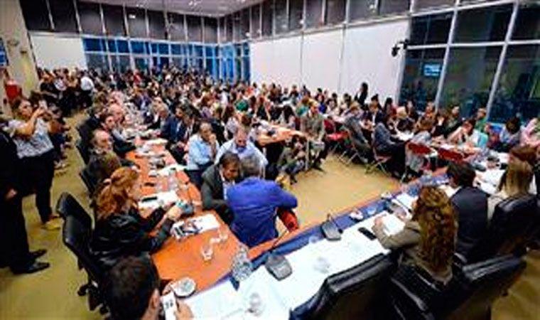 El ministro Caputo no irá al Congreso este miércoles — Marcha atrás