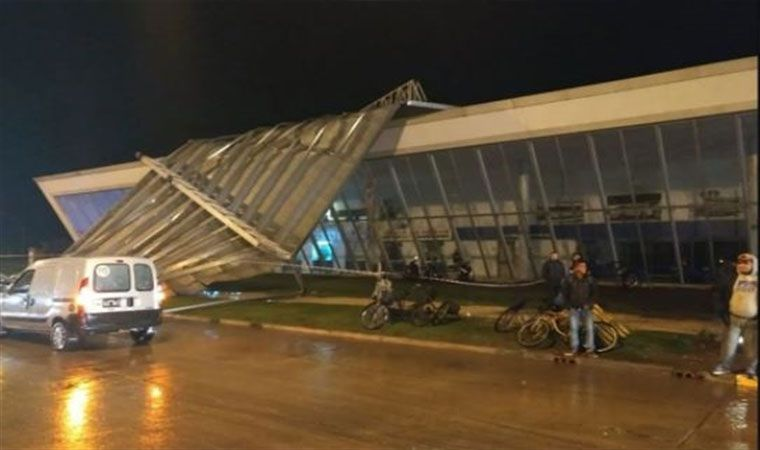 Por el temporal, se voló el techo de la terminal de Miramar