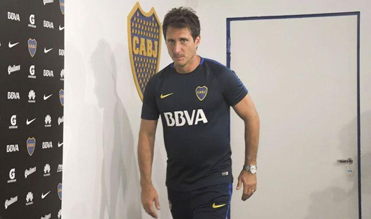 Entrenador de Boca Juniors sufrió caída durante el partido