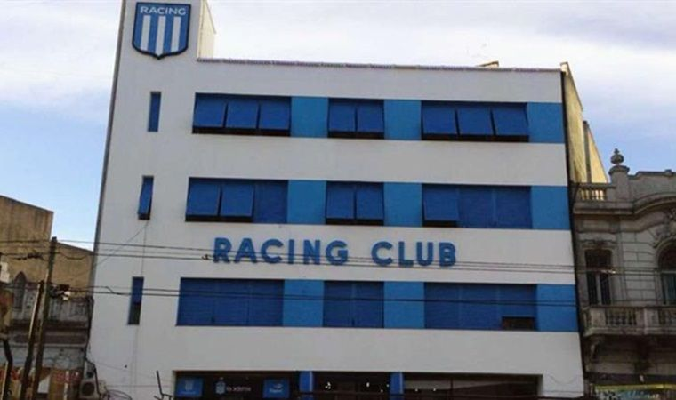 Allanaron la sede de Racing en busca de facturas