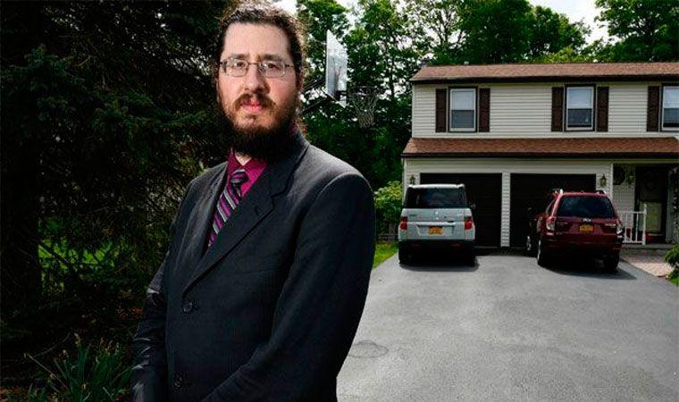 Demandan hijo de 30 años por no irse de la casa