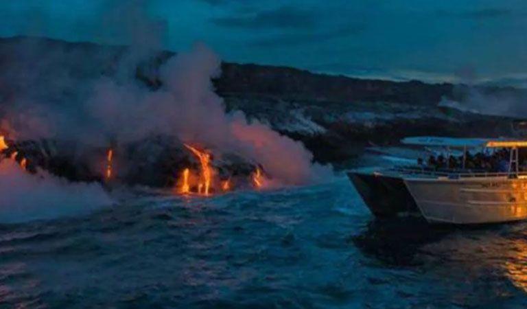 Una bomba de lava impactó contra un barco de turistas