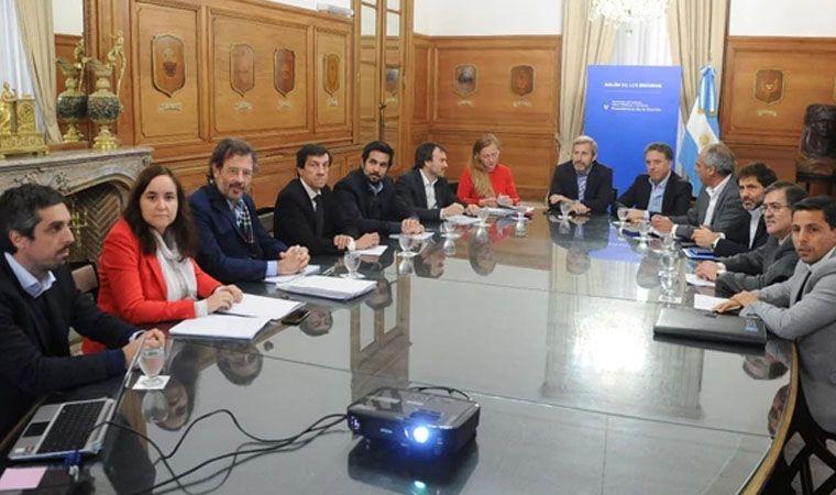 El Gobierno propone a provincias absorber el 66% del ajuste fiscal