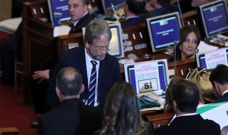 Antanas Mockus se bajó los pantalones en el Congreso para pedir silencio