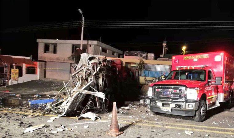 Al menos 23 muertos, varios colombianos, deja accidente de bus en Ecuador