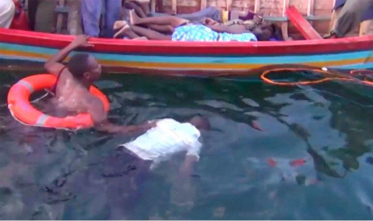 Al menos 44 muertos en el naufragio de un ferri en un lago de Tanzania