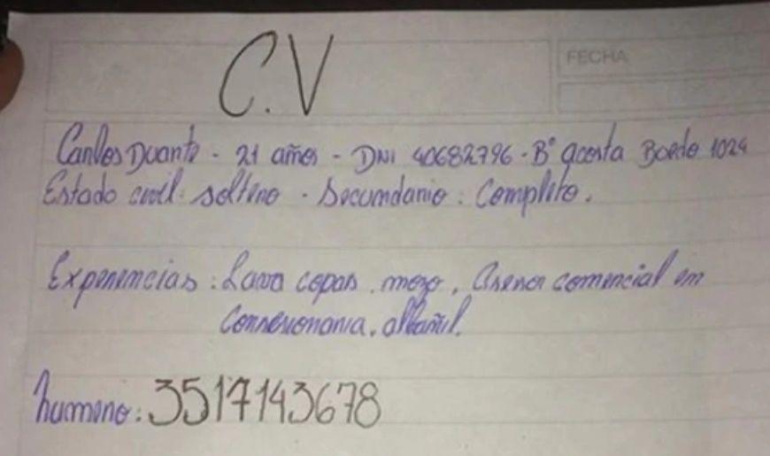 El chico que dejó un CV escrito a mano consiguió trabajo