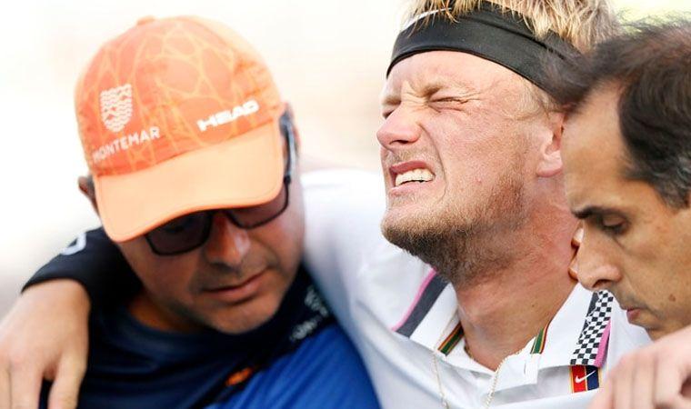 El español Nicola Kuhn sufre colapso tras extenuante partido de tenis