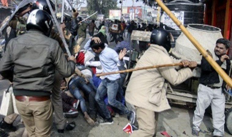 Sube a 25 la cifra de muertos por manifestaciones en Nueva Dehli