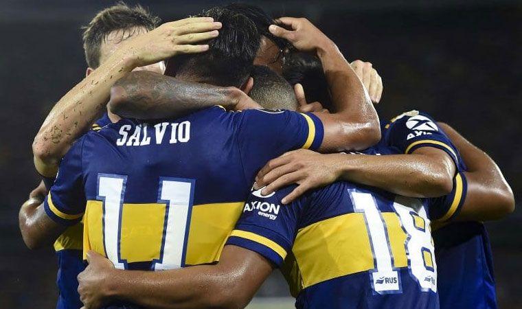 Los jugadores de Boca empaparon a Russo en plena conferencia