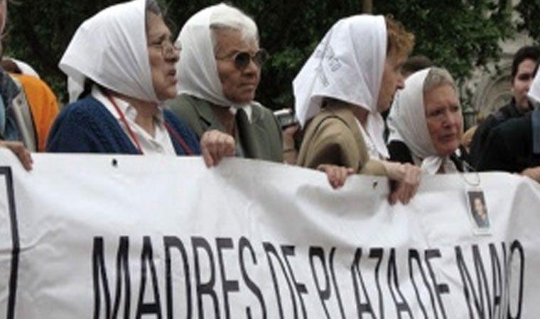 Cristina Fernández resalta el coraje de las Madres de Plaza de Mayo