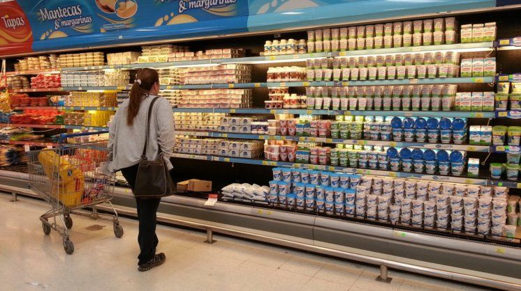 El consumo cayó 18% en febrero en shoppings y supermercados — No brota
