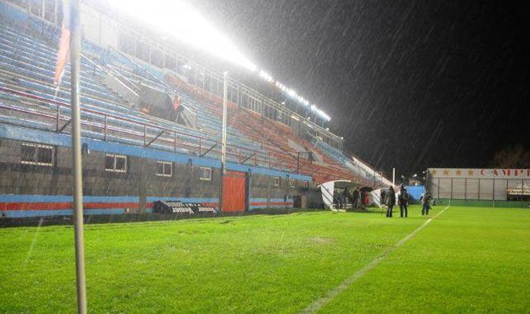 Por la lluvia, suspendieron el duelo entre Arsenal y Olimpo