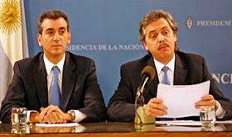 CFK se presenta como candidata a senadora con Taiana como compañero