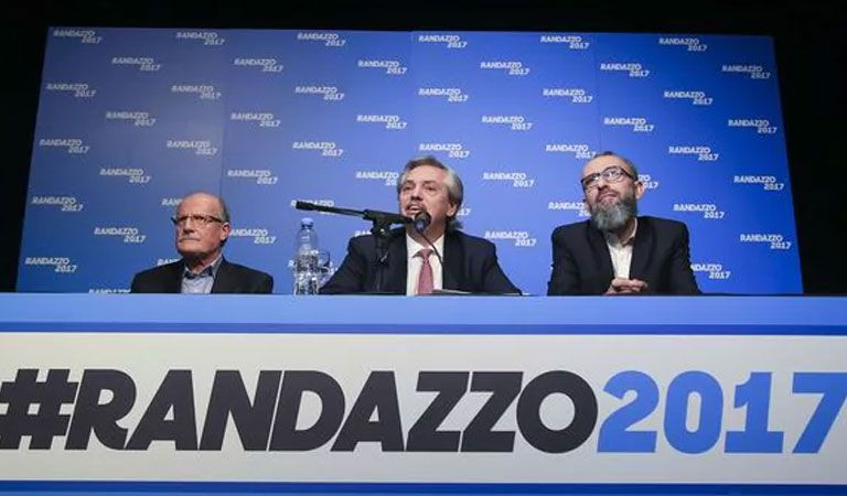 Florencio Randazzo será precandidato a senador junto a Florencia Casamiquela