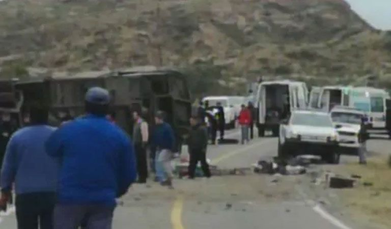 Volcadura de un autobús deja 13 muertos en Argentina