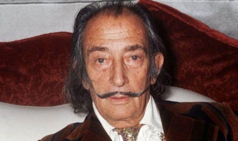 Ordenan exhumar el cadáver de Dalí — Escándalo
