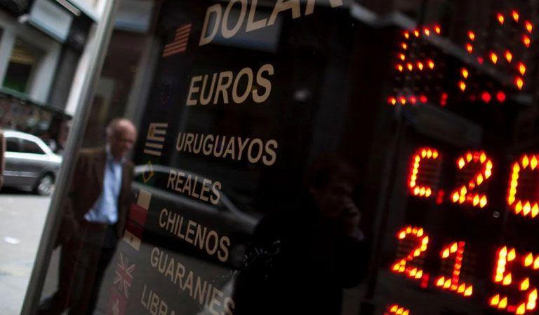 El dólar se mantuvo en su récord histórico de $17,46