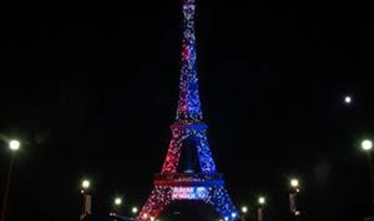 Detienen a un hombre armado en la Torre Eiffel en París
