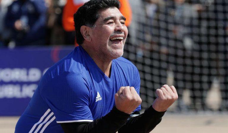 Maradona anotó golazo y celebró como ante Perú por las Eliminatorias 2010