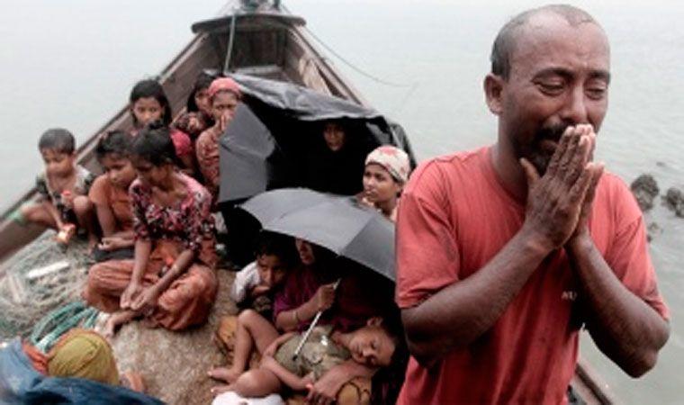 Miles de rohinyás cruzan la frontera con Birmania