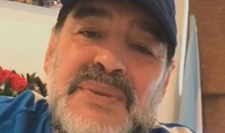 Diego Maradona salió con los tapones de punta
