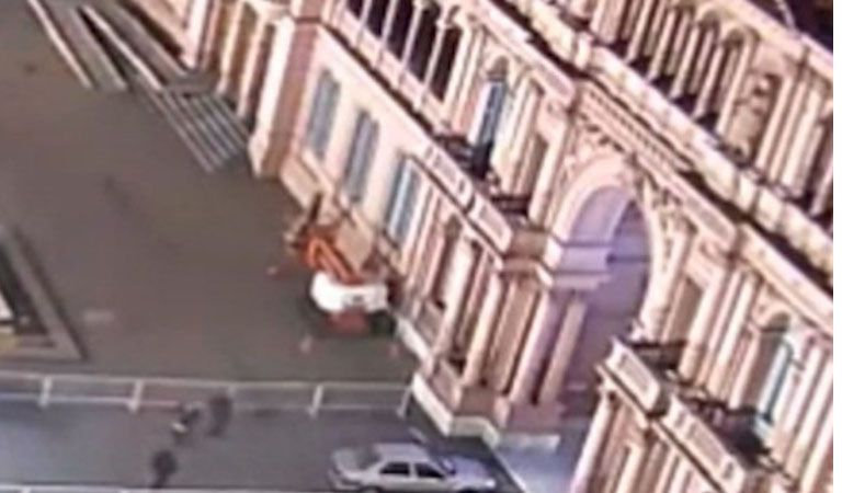 Declaran inimputable y sobreseen al hombre que chocó contra la Casa Rosada