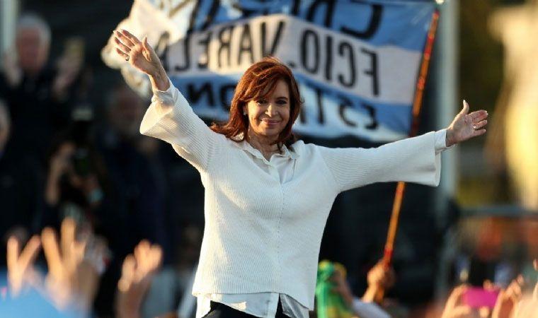 Cristina Kirchner aceptó debatir con la condición que sea en universidades