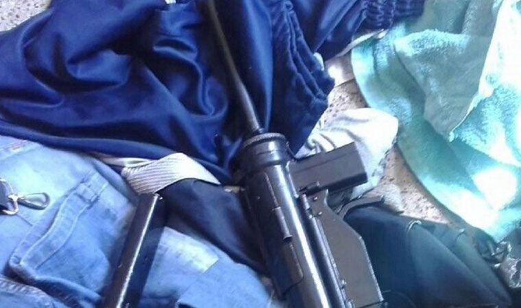 Lo bajan del micro por ir borracho y armado con una ametralladora