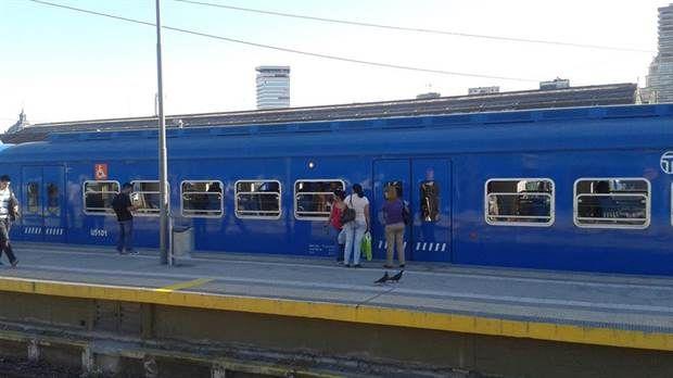 Una joven salía de bailar y fue arrollada por un tren