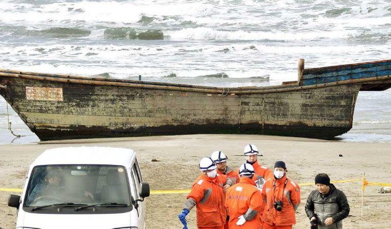 Encuentran bote con cadáveres en playa de Japón — Macabro hallazgo