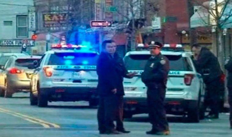 Vehículo embiste a 4 peatones en Nueva York y deja un fallecido