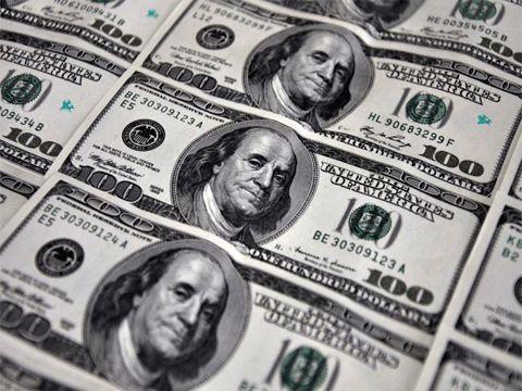 El dólar cerró casi estable en $ 19