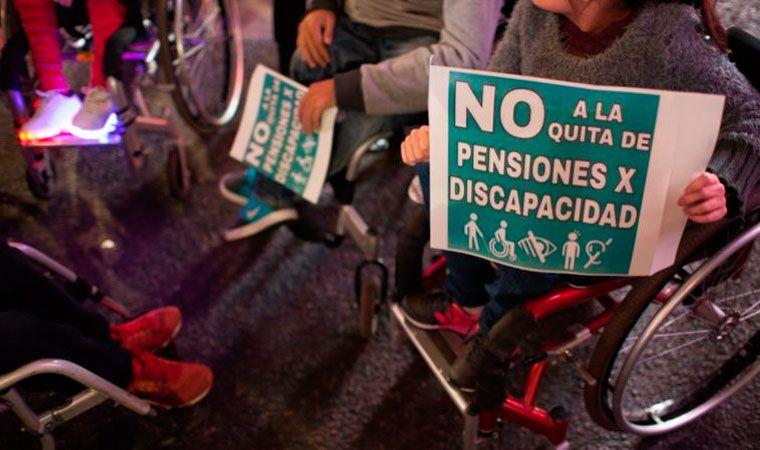 Gobierno de Macri deja sin pensión a menores y discapacitados en Argentina
