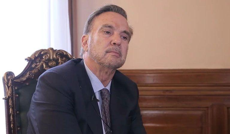 A punta de pistola, asaltaron al senador Migue Pichetto