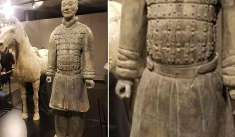 Rompió y robó una estatua milenaria mientras se hacía una 'selfie'