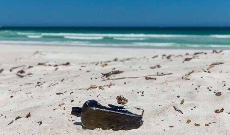 Encuentran un mensaje en una botella arrojada al mar en 1886
